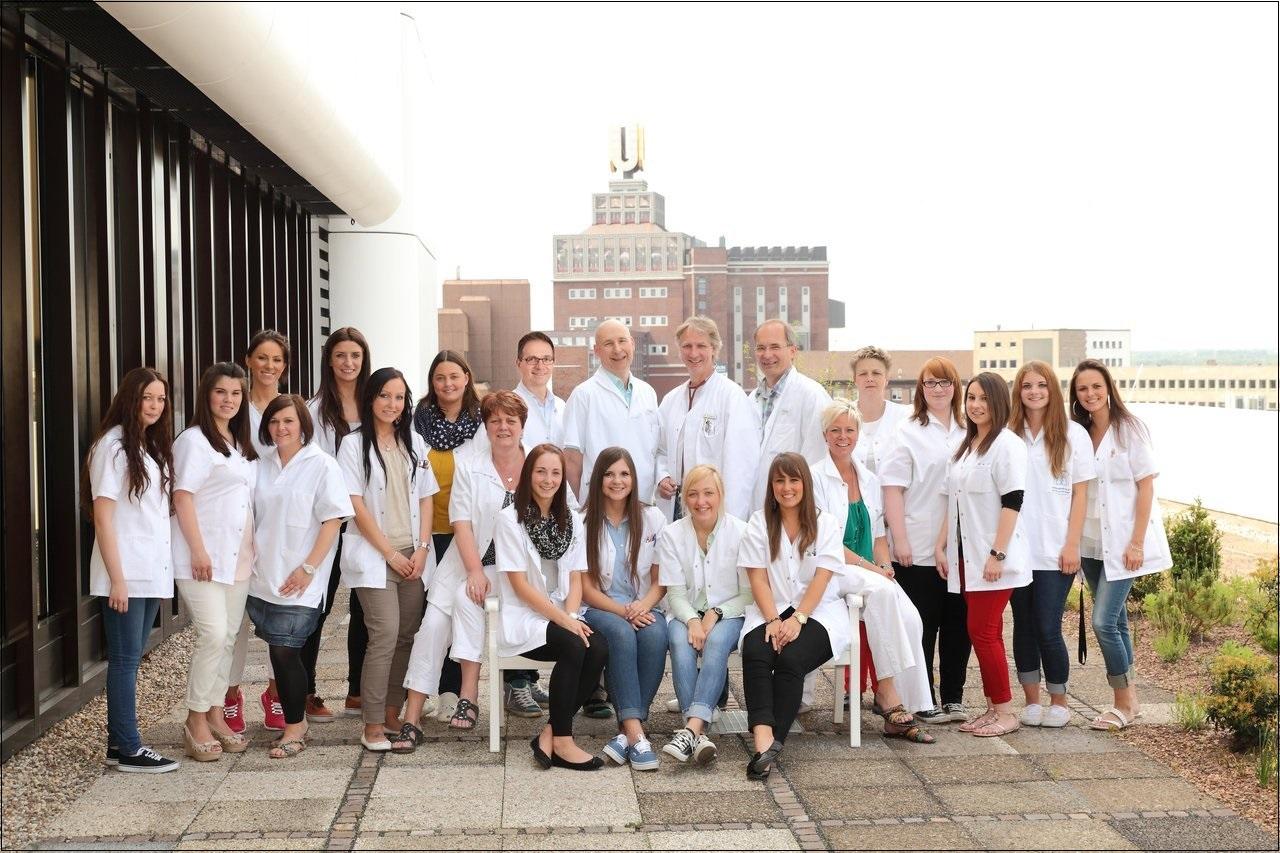 Das Praxis-Team der Dortmunder Praxis für Lungen- und Bronchialheilkunde, Schlafmedizin und Allergologie im DOC-Zentrum in der Kampstraße 45.